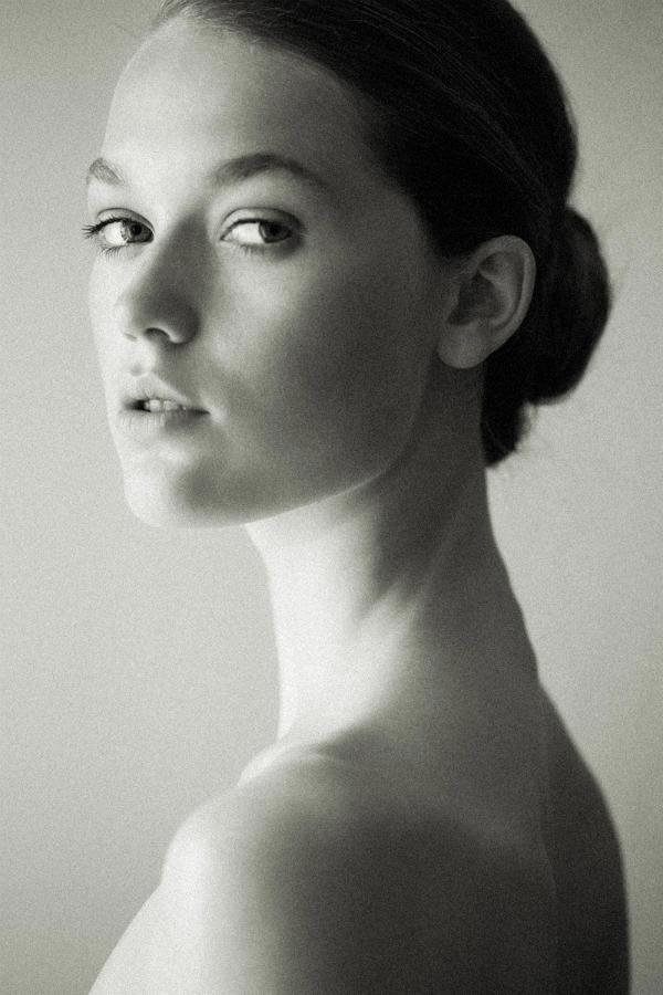 janne1 Fresh Face | Janneke Van Den Bosch by Pierre dal Corso